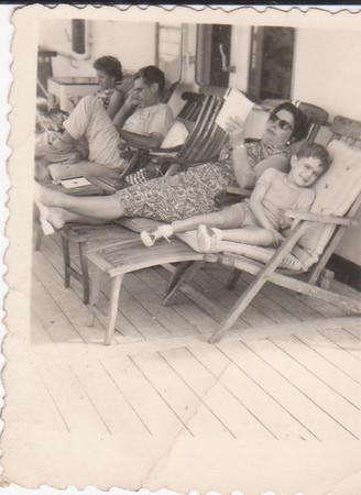 Ulminia Veiga e filho Luis a bordo
