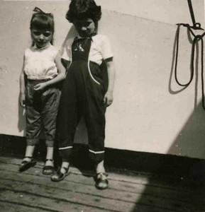 Niassa 1957 Luisa Loureiro ( a' direita) e Cecilia Pontes?