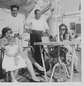 Vera Cruz, Maio 1958 viagem para Lisboa Aurora Tavares e filha Nany