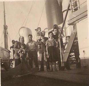1944 - a bordo do Mouzinho  Lazaro e Toju, dr Ramos, dr Sousa Dias, Francisco Paulo esposa e filhas (Marucha e Guida)