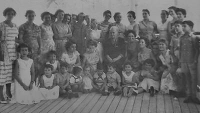 Maes e filhos a bordo a caminho da Diamang
