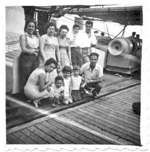 1957 no Niassa Casal Alberto Costa, sra do Pontes, Luisa Loureiro e mãe