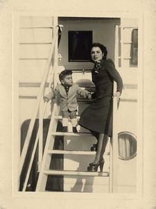 1949 -  Luis Maldonado e mãe