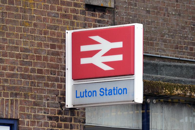 Luton-Stn-sign-2014 07 10-1