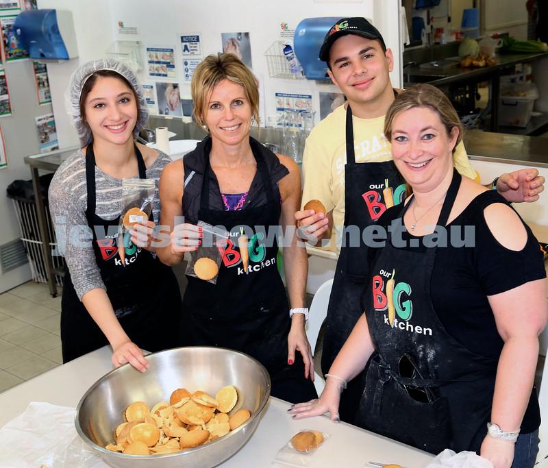 Volunteers at OBK make food packs for the French Embassy. Packaging biscuits : Tahnie Hanouka, Nicole Katz, Jony Kopelowitz, Allyson Lore.