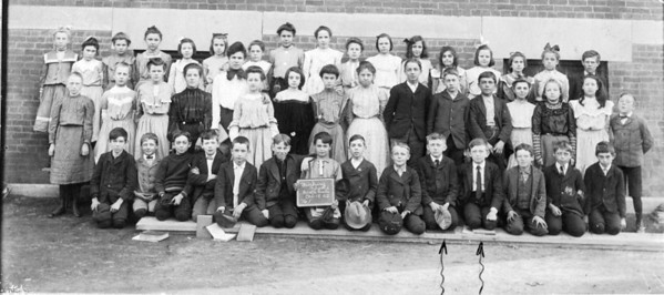 Sixth Grade Fairbury, Ill South Side Grandpa James F. O'Brien Sr. (Left Arrow), Will O'Brien (Right Arrow)