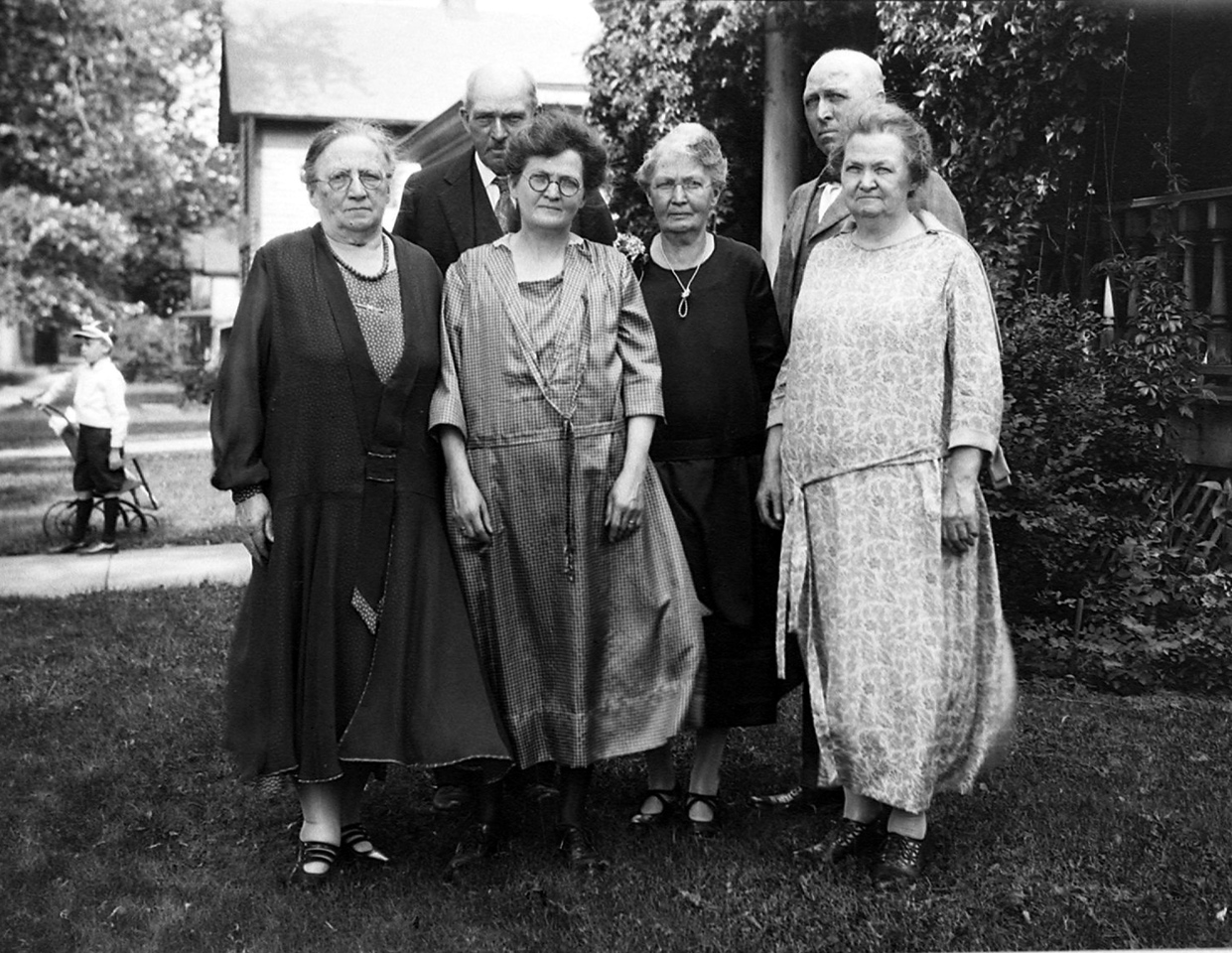 Granmother O'Brien, Aunt Nellie ? in front. Uncle Ed on left and Uncle Dot on right.