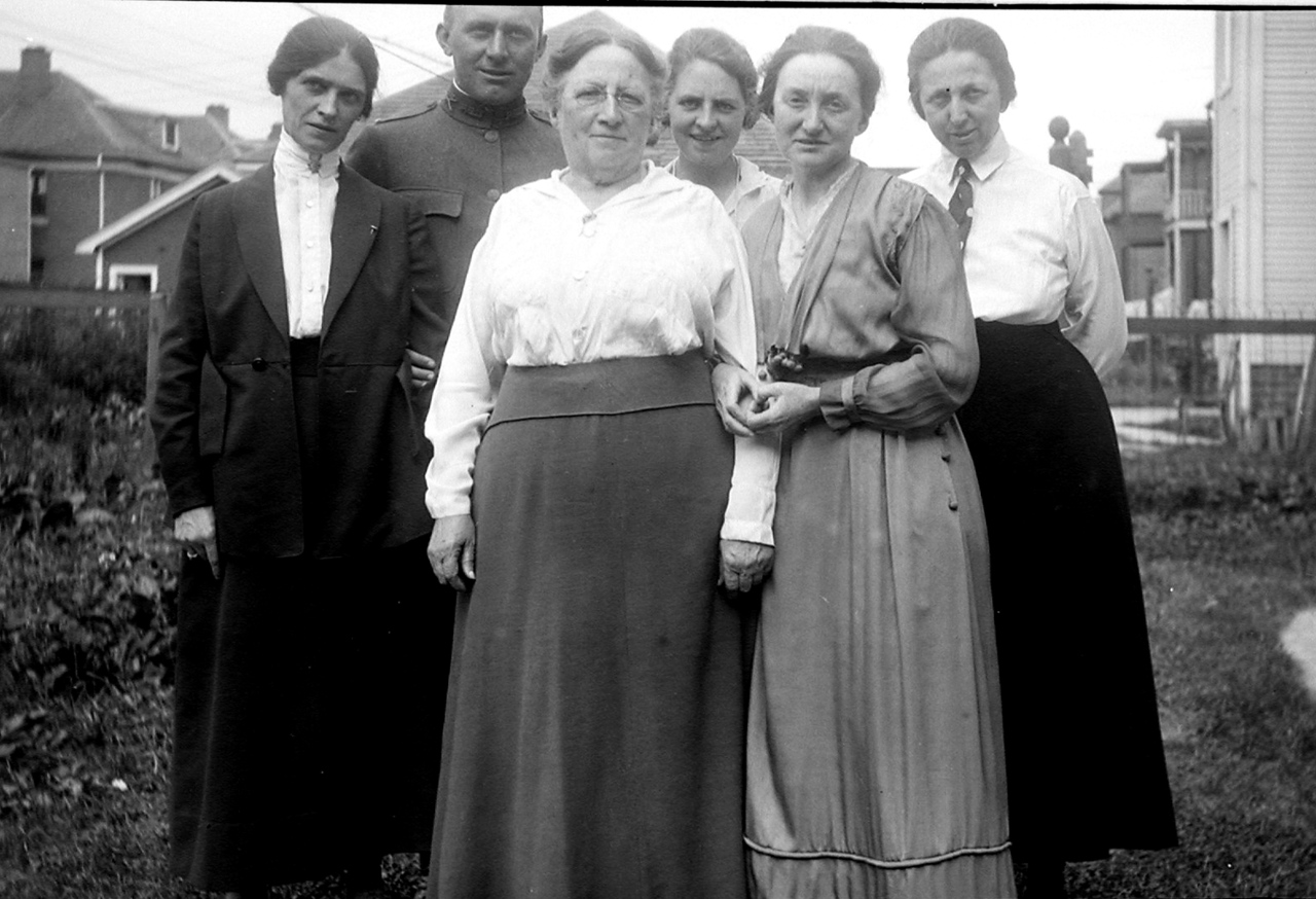 Grandma O'Brien and Agnes O'Brien in front.  Coentha on the right. James F. O'Brien, Sr. in back