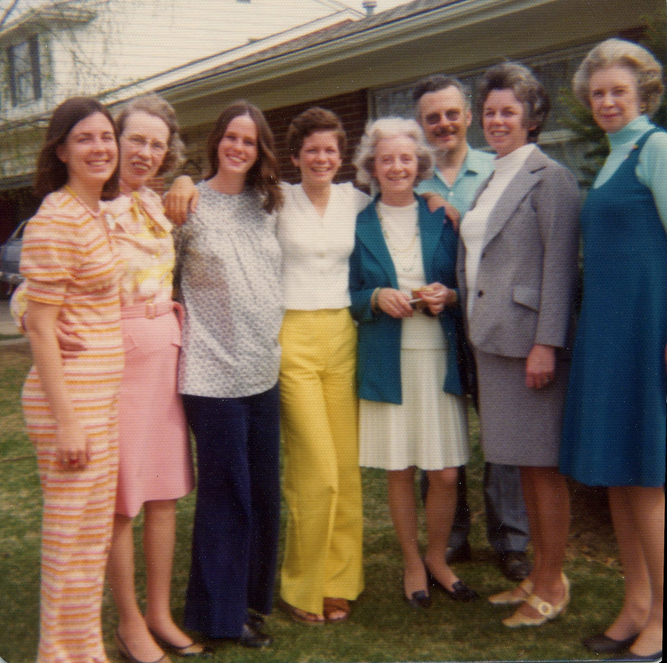 Beth, Aunt Peg, Ann Marie, Kathleen, Aunt Anne, Dad, Mom and Aunt Mary