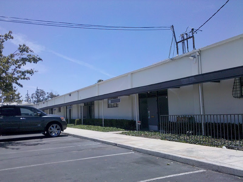 3016 S Halladay, Santa Ana<br /> 1,800 square foot industrial unit with 2 offices and nice open warehouse with ground level truck door and good truck access in the back.<br /> $0.69 Gross.
