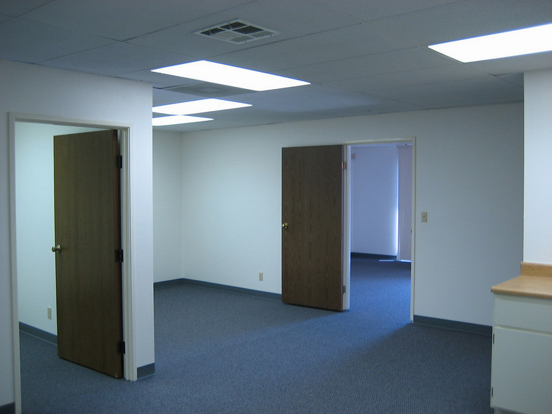 "South Coast Business Park: <a href=""http://www.commercialrealestateoc.com/OC-Commercial-Industrial/Santa-Ana/1650-5000-square-feet-South/8728361_UaQdd#580970758_j6Xaq"">http://www.commercialrealestateoc.com/OC-Commercial-Industrial/Santa-Ana/1650-5000-square-feet-South/8728361_UaQdd#580970758_j6Xaq</a>"