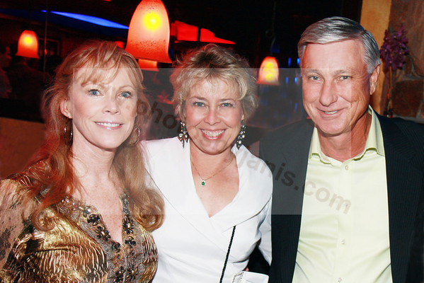 00  OWNERS OF THE BLUE MARTINI Bonnie Vasu_Debbie and Steve Day