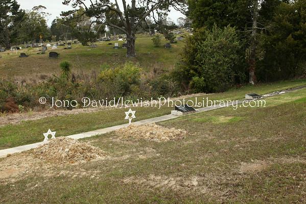 NEW ZEALAND, Auckland. Waikumete Cemetery, Beth Shalom, Progressive sector. (9.2010)