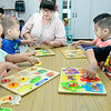 KEVIN HARVISON | Staff photo<br /> Pictured from left from Washington Early Childhodd Center, Memorie Lozano, Daxton Bartheld, Mrs. Patricia Salinas, Leonarda monoz and Angel Mereado work on puzzles during a classroom activity.