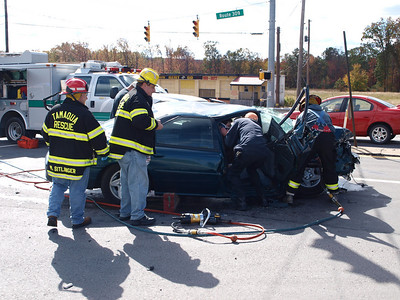 RUSH TOWNSHIP ACCIDENT WITH ENTRAPMENT 10-16-2010 PICTURES BY TAMAQUA-AREA-PHOTOS