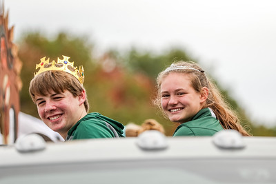 Sophomore king and queen Jordan Davidson and Hayley McLeod.