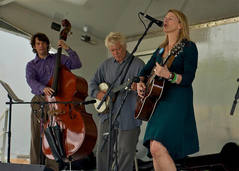 Laurelyn Dossett & Friends performed