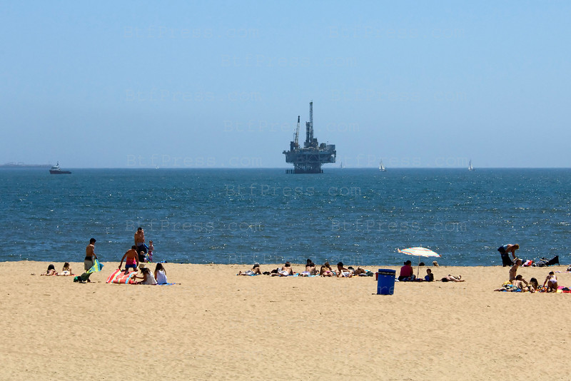 Seal Beach's oil platform close to the shore on first May 2010 South Los Angeles.