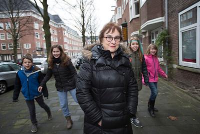 'Oorlog in mijn Buurt', 28 januari 2015, leerlingen van de Anne Frank school interviewen Femke Roos over de oorlog, foto: Katrien Mulder