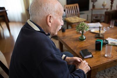 Oorlog In Mijn Buurt, leerlingen van de Elout interviewen meneer Linhard over de oorlog. 6 maart 2015, Foto: Katrien Mulder