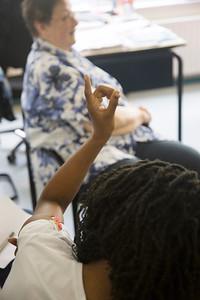 OIMB mevrouw  Francien van der Veen in de Catharinachool en bij het kindermonument, 24 juni 2014, foto: Katrien Mulder