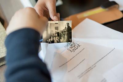 Oorlog in mijn Buurt, leerlingen van de Eloud interviewen de heer Starreveld over de oorlog, 17 maart 2015, foto: Katrien Mulder