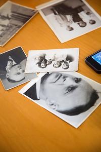 Oorlog in Mijn Buurt, rivierenbuurt, leerlingen van de catharinaschool interviewen tiny Ijsberg, juni 2014, foto: Katrien Mulder