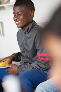 OIMB Kinderen van de Klimopschool interviewen de heer Oostervink over de oorlog, 16 april 2015, foto: Katrien Mulder