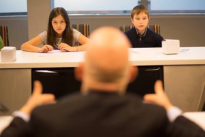 'Oorlog in mijn Buurt'  Amsterdam, 23 januari 2015, leerlingen van de ASVO school interviewen Ger Eijkelenboom. foto: Katrien Mulder