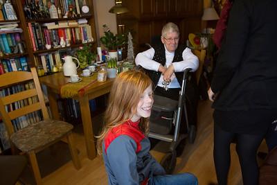 'Oorlog in mijn Buurt' leerlingen van de Anne Frankschool interviewen  Petra Burhhouts over de oorlog, 2 februari 2015, foto: Katrien Mulder