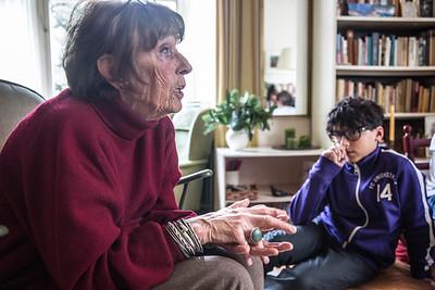 Amsterdam, 22 januari 2015, Oorlog in mijn buurt, interview van leerlingen van de Anne Frankschool met Ruth Freeke  foto: Katrien Mulder