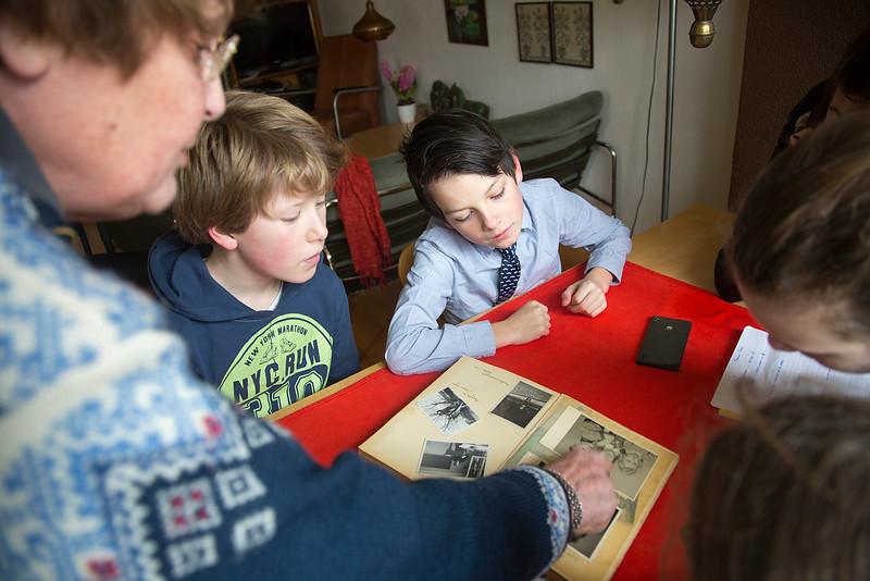 Amsterdam, 23 januari 2015, Oorlog in mijn buurt, interview van leerlingen van de Anne Frankschool met Lia Akman-Koops,  foto: Katrien Mulder