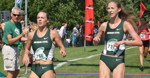 Aubrey Wilberding (left) and Jessica Goethals cross the finish line together.