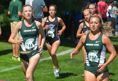 Michigan State's Jenny Rogers (744) and teammate Nicole Kowalchick (737) keep the pace.