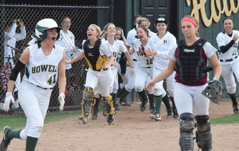 No. 9-ranked Howell squeaked out a 5-4 win over No. 4 Walled Lake Northern in a KLAA crossover game on Friday, April 28, 2017, winning on a bases-loaded single by Sydney Pezzoni in the bottom of the seventh. (MIPrepZone photo by Matthew B. Mowery)