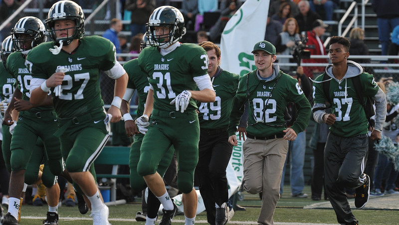 2e56c845642 The West Bloomfield Lakers defeated the Lake Orion Dragons 49-21 in the OAA  Red
