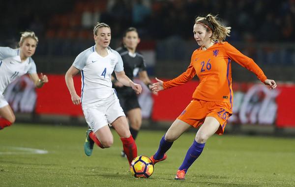 29-11-2016 - Tilburg - Nederland - Engeland - Ellen Janssen - Jade Moore