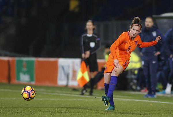 29-11-2016 - Tilburg - Nederland - Engeland - Merel van Dongen