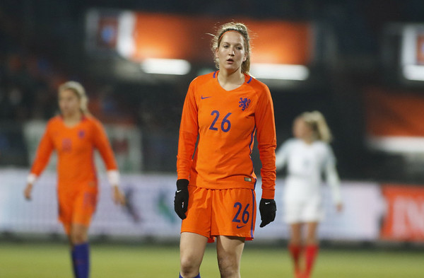 29-11-2016 - Tilburg - Nederland - Engeland - Ellen Jansen