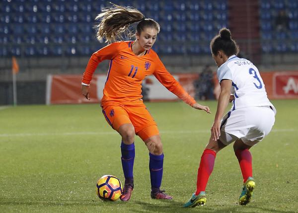 29-11-2016 - Tilburg - Nederland - Engeland - Lieke Martens - Demi Stokes