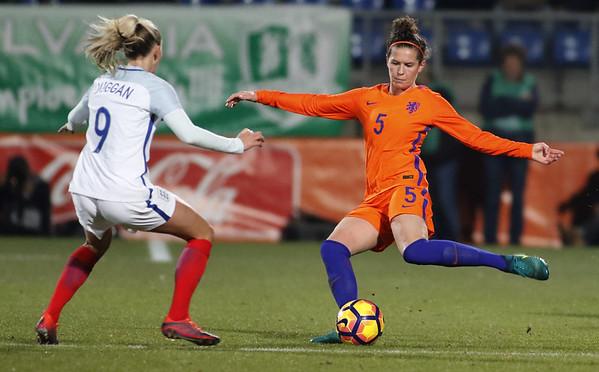 29-11-2016 - Tilburg - Nederland - Engeland - Merel van Dongen - Toni Duggan