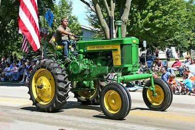 Antique tractor_6377