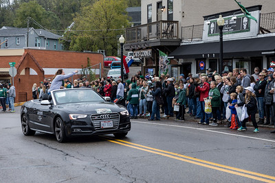 Photo by Max Catalano, BSVC 20'   Distinguished Service Awardee Jennifer Jones Donatelli at the Ohio University 2018 Homecoming Parade on October 20.