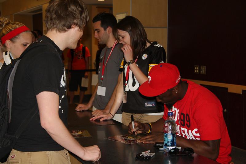 2010 Celebrity Signing Series - Santonio Holmes