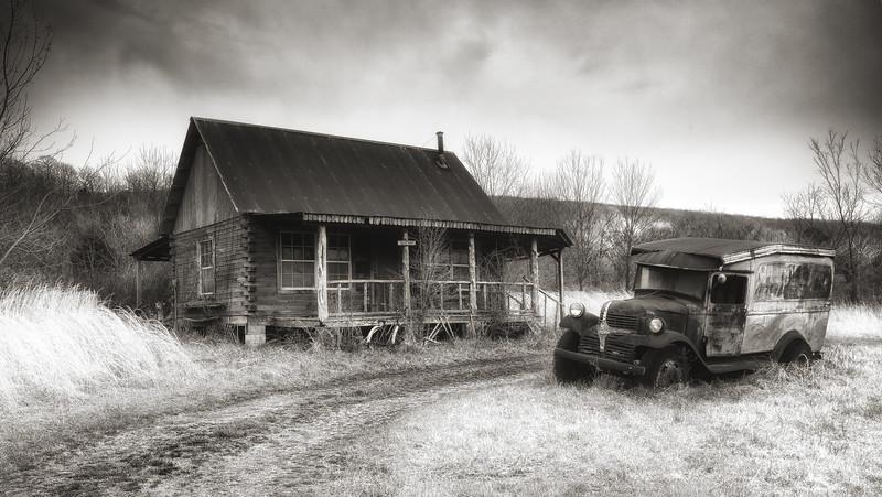 The Hillbilly Cabin - Pig Trail - Arkansas