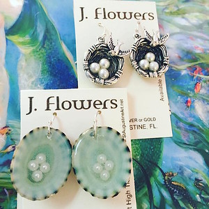 JANIS FLOWERS Nesting Pearl Earrings