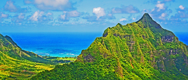 Mountain and ocean view along Hawaii's North Shore.