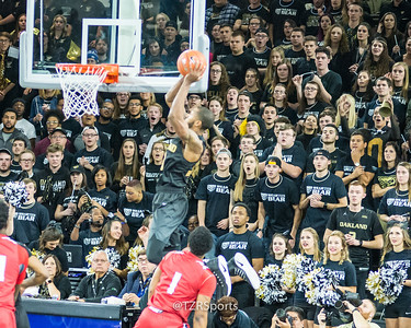 Focus error, but I liked the crowd's reaction to the dunk.