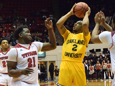 Oakland University went on the road to beat University of Detroit Mercy, 89-80, in a Horizon League game on Friday, Feb. 10, 2017. The win allowed the Golden Grizzlies to split the Metro Series with the Titans. (MATTHEW B. MOWERY — The Oakland Press)