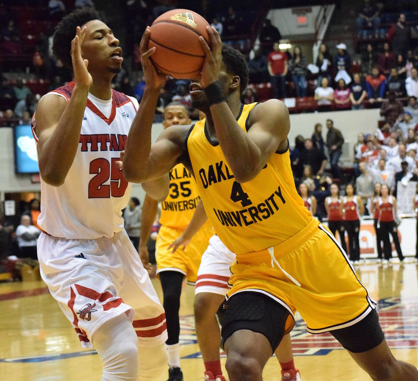 . Oakland University went on the road to beat University of Detroit Mercy, 89-80, in a Horizon League game on Friday, Feb. 10, 2017. The win allowed the Golden Grizzlies to split the Metro Series with the Titans. (MATTHEW B. MOWERY � The Oakland Press)